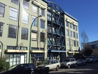 """Photo 2: 205 237 4TH Avenue in Vancouver: Mount Pleasant VE Condo for sale in """"ARTWORKS"""" (Vancouver East)  : MLS®# R2037663"""