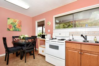 """Photo 8: 4785 FAIRLAWN Drive in Burnaby: Brentwood Park House for sale in """"Brentwood Park"""" (Burnaby North)  : MLS®# R2305657"""