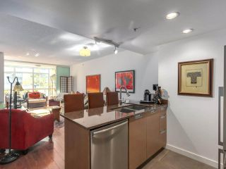 """Photo 8: 375 2080 W BROADWAY in Vancouver: Kitsilano Condo for sale in """"PINNACLE LIVING ON BROADWAY"""" (Vancouver West)  : MLS®# R2211453"""