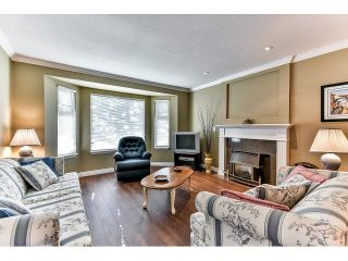"""Photo 3: 146 15501 89A Avenue in Surrey: Fleetwood Tynehead Townhouse for sale in """"AVONDALE"""" : MLS®# R2058402"""