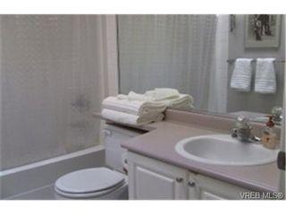 Photo 5: 308 400 Dupplin Rd in VICTORIA: SW Rudd Park Condo for sale (Saanich West)  : MLS®# 463993
