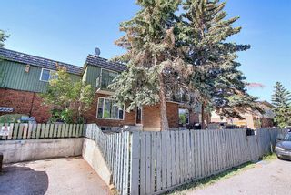 Photo 3: 6 124 Sabrina Way SW in Calgary: Southwood Row/Townhouse for sale : MLS®# A1121982