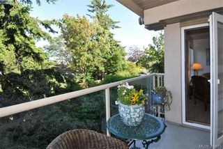 Photo 2: 302 1715 Richmond Ave in VICTORIA: Vi Jubilee Condo for sale (Victoria)  : MLS®# 789221
