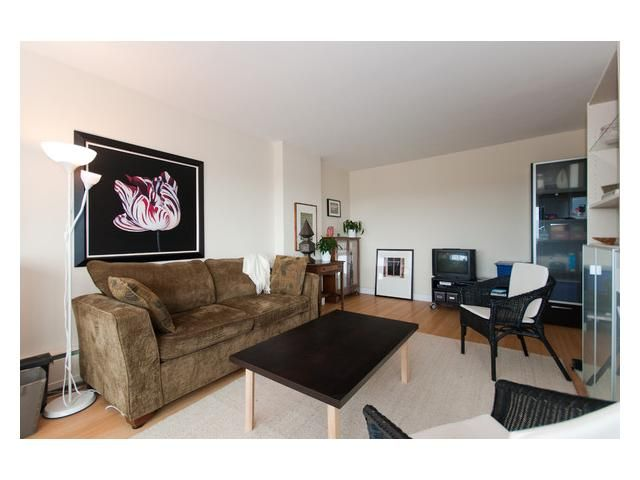"Main Photo: 804 6026 TISDALL Street in Vancouver: Oakridge VW Condo for sale in ""OAKRIDGE TOWERS"" (Vancouver West)  : MLS®# V844556"