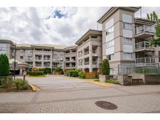 """Photo 2: 114 10533 UNIVERSITY Drive in Surrey: Whalley Condo for sale in """"Parkview Court"""" (North Surrey)  : MLS®# R2612910"""