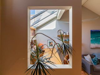 """Photo 7: 1674 ARBUTUS Street in Vancouver: Kitsilano Townhouse for sale in """"Arbutus Court"""" (Vancouver West)  : MLS®# R2561294"""
