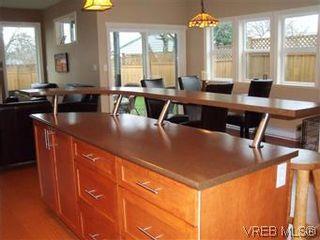 Photo 6: 2520 Cedar Hill Rd in VICTORIA: Vi Oaklands Half Duplex for sale (Victoria)  : MLS®# 557755