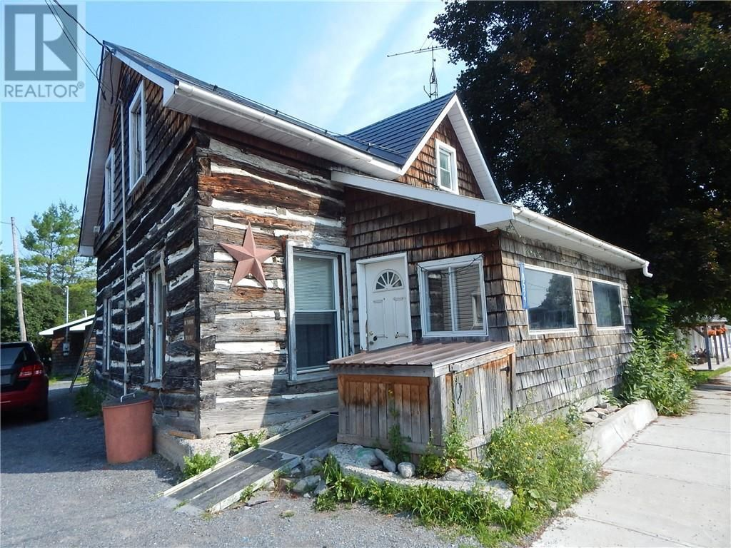 Main Photo: 18527 DUNDAS STREET in Martintown: House for sale : MLS®# 1252433