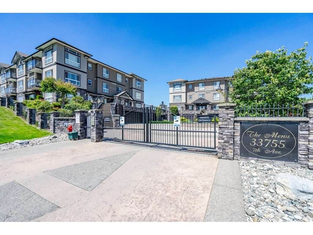 """Photo 1: Photos: A117 33755 7TH Avenue in Mission: Mission BC Condo for sale in """"The Mews"""" : MLS®# R2352904"""
