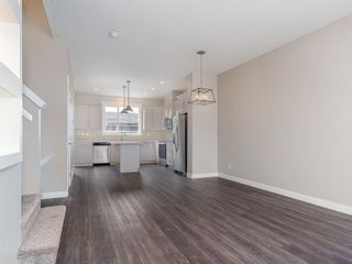 Photo 7: 37 SKYVIEW Parade NE in Calgary: Skyview Ranch Row/Townhouse for sale : MLS®# C4295842