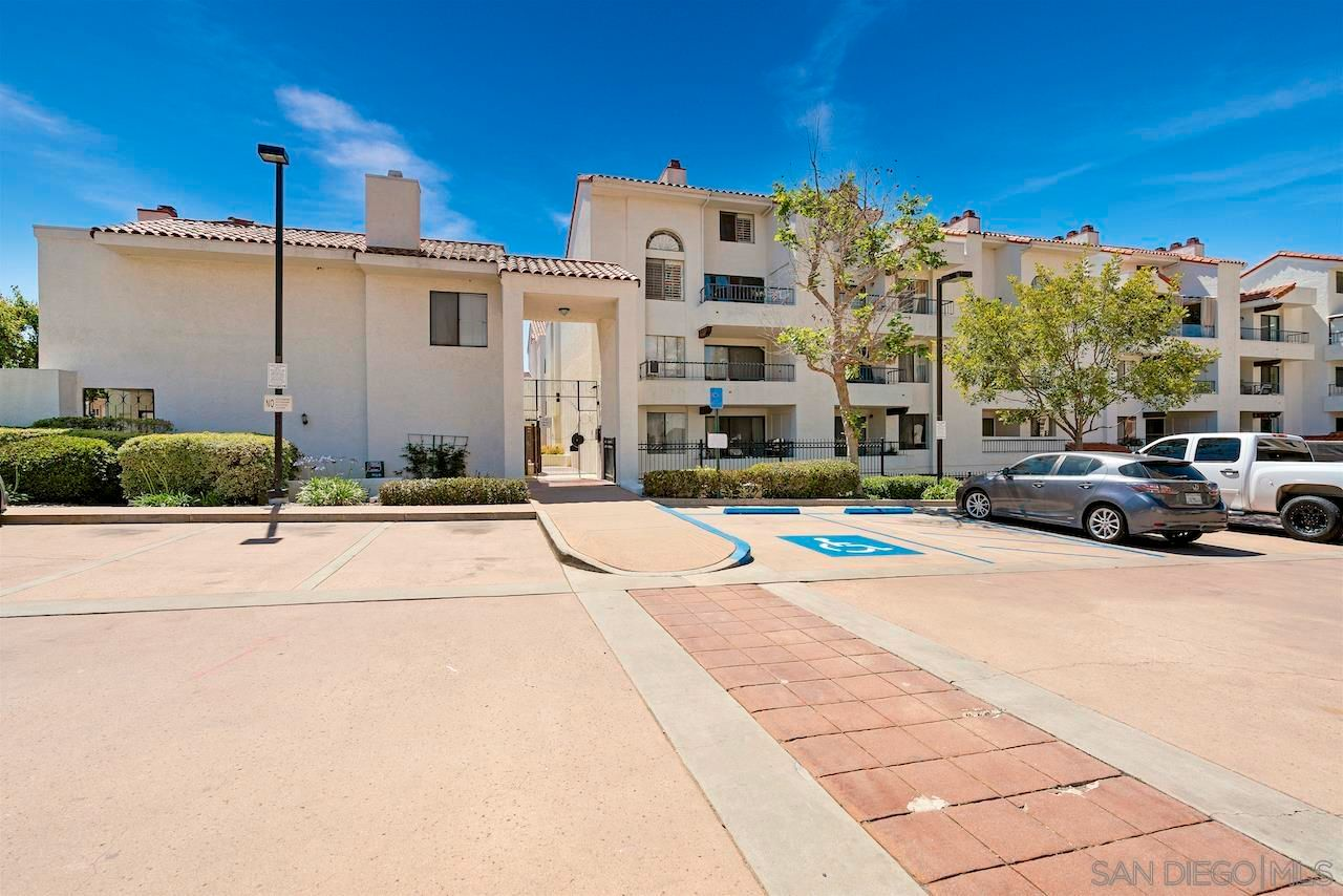 Main Photo: UNIVERSITY CITY Condo for sale : 2 bedrooms : 3525 Lebon Drive #106 in San Diego