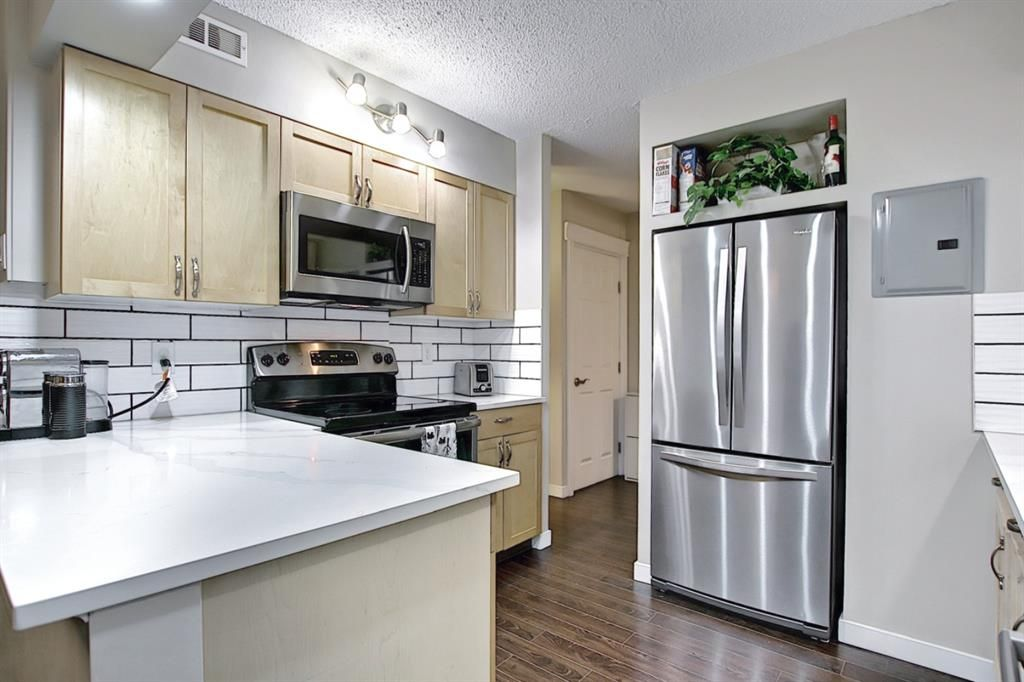 Main Photo: 121 6919 Elbow Drive SW in Calgary: Kelvin Grove Row/Townhouse for sale : MLS®# A1085776