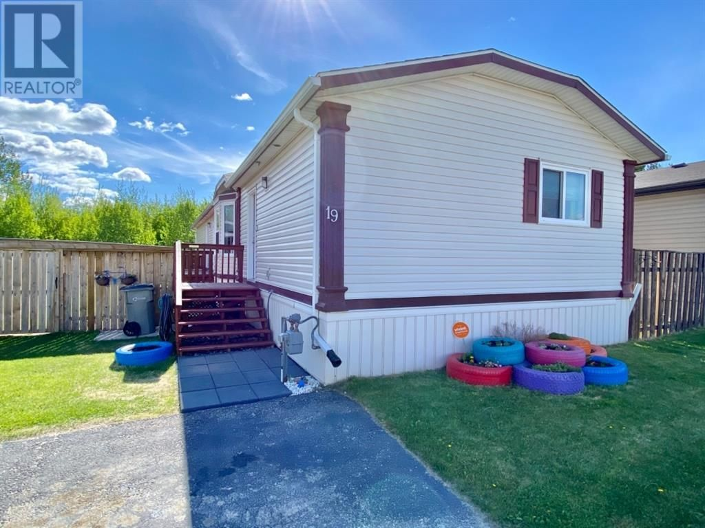 Main Photo: 19 Gunderson Drive in Whitecourt: House for sale : MLS®# A1114082