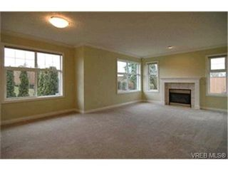 Photo 2: 8 4383 Torquay Dr in VICTORIA: SE Gordon Head Row/Townhouse for sale (Saanich East)  : MLS®# 417367