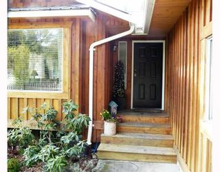 """Photo 1: 91 CLARK Road in Gibsons: Gibsons & Area House for sale in """"SUNNYSIDE"""" (Sunshine Coast)  : MLS®# V761169"""