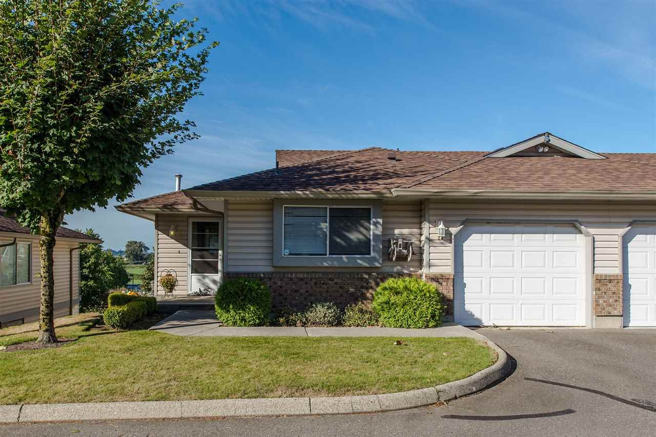 "Main Photo: 25 2023 WINFIELD Drive in Abbotsford: Abbotsford East Townhouse for sale in ""Meadow View"" : MLS®# R2106791"