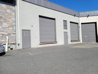 Main Photo: 3 561 Hillside Ave in : Vi Rock Bay Industrial for lease (Victoria)  : MLS®# 882329
