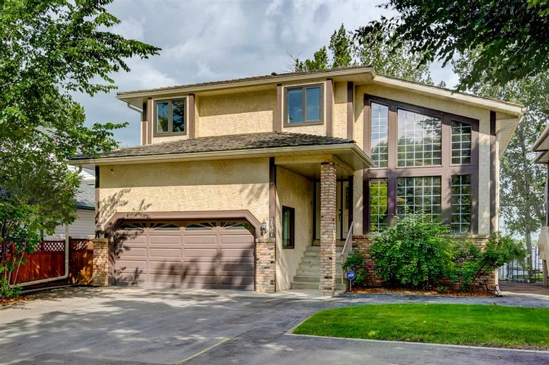 FEATURED LISTING: 737 EAST CHESTERMERE Drive Chestermere
