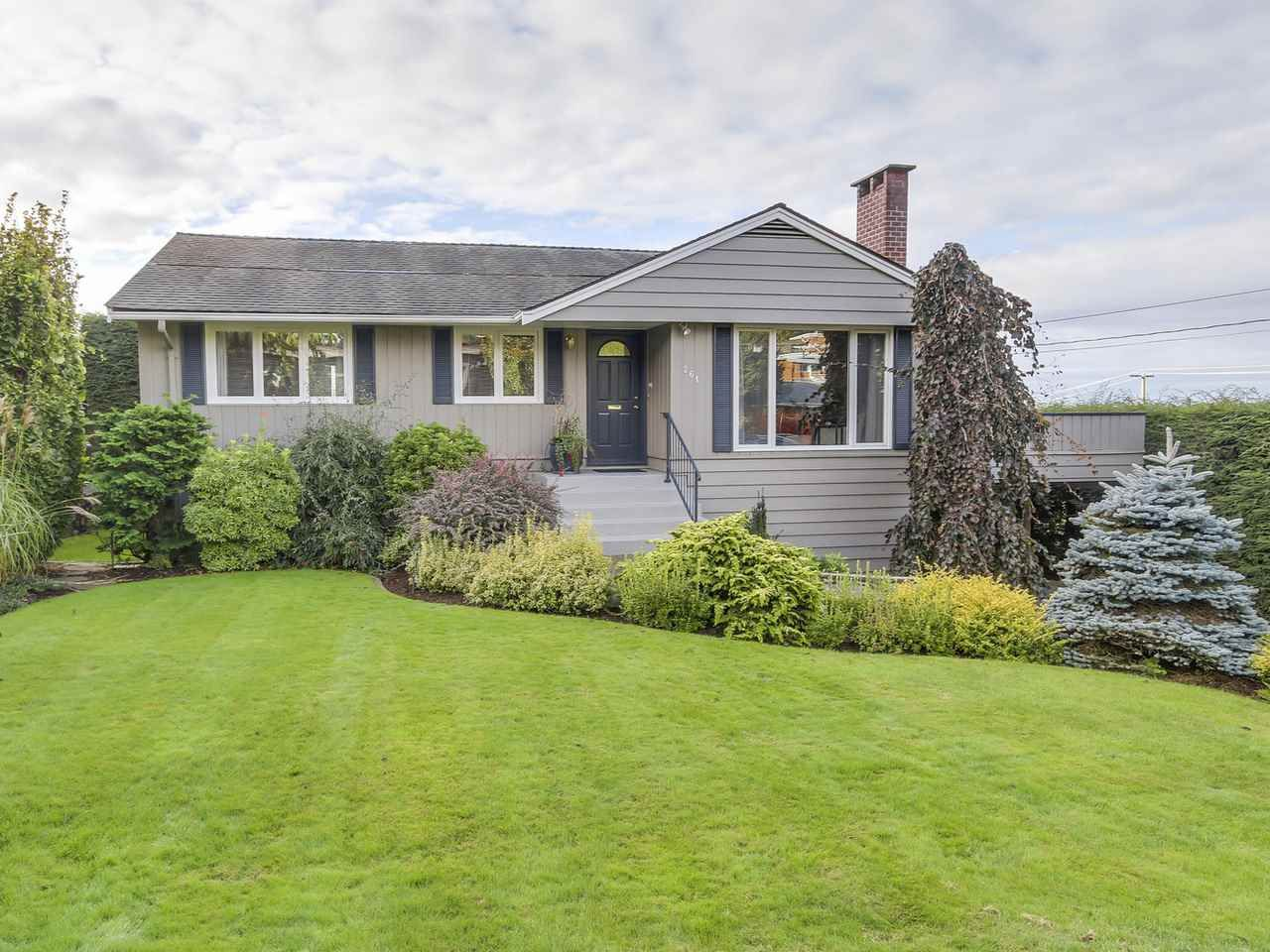 Main Photo: 261 W BALMORAL ROAD in : Upper Lonsdale House for sale : MLS®# R2115121