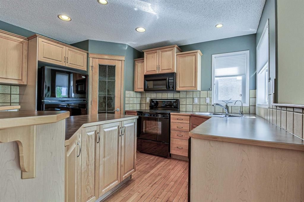 Photo 7: Photos: 106 Everwillow Close SW in Calgary: Evergreen Detached for sale : MLS®# A1116249