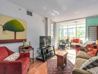 """Photo 3: 375 2080 W BROADWAY in Vancouver: Kitsilano Condo for sale in """"PINNACLE LIVING ON BROADWAY"""" (Vancouver West)  : MLS®# R2211453"""