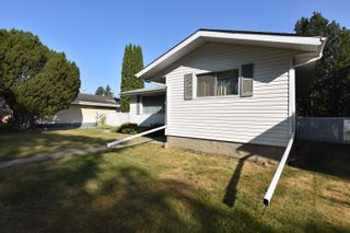 Photo 3: 16608 93 Avenue in Edmonton: Zone 22 House for sale : MLS®# E4259363