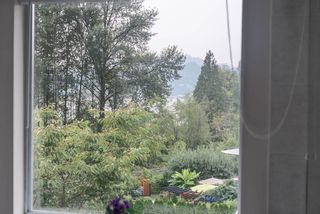 """Photo 17: 536 SAN REMO Drive in Port Moody: North Shore Pt Moody House for sale in """"NORTH SHORE"""" : MLS®# R2204199"""