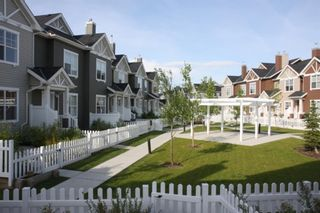 Photo 2: 144 Elgin Gardens SE in Calgary: McKenzie Towne Row/Townhouse for sale : MLS®# A1094770