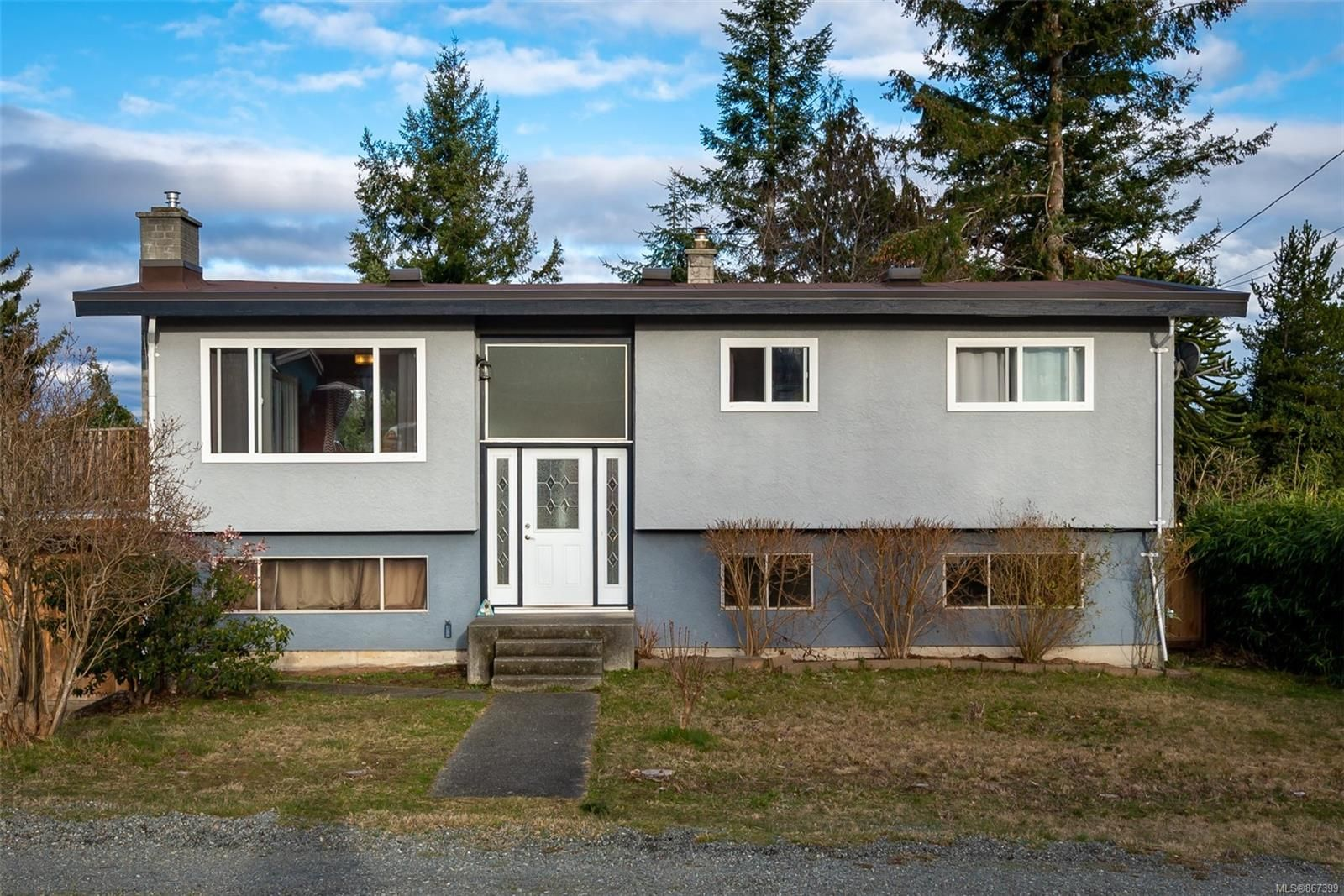 Main Photo: 745 Upland Dr in : CR Campbell River Central House for sale (Campbell River)  : MLS®# 867399