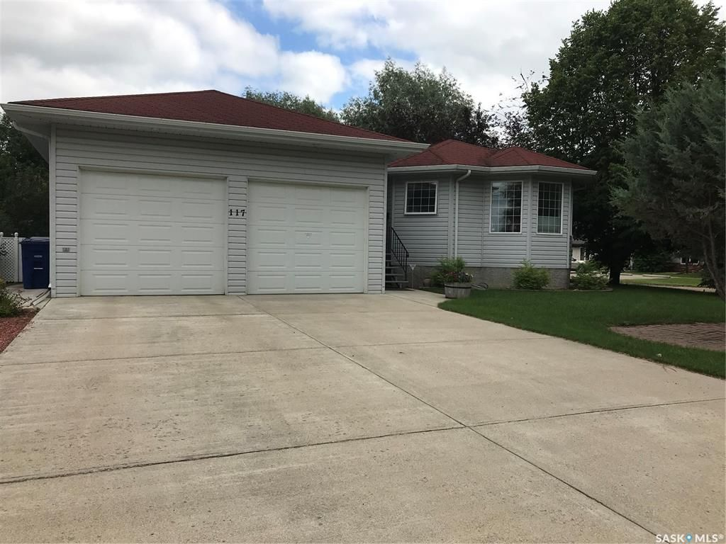 Main Photo: 117 6th Street East in Nipawin: Residential for sale : MLS®# SK845443