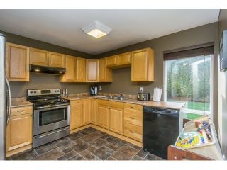 """Photo 10: 106 2844 273 Street in Langley: Aldergrove Langley Townhouse for sale in """"Chelsea Court"""" : MLS®# R2039587"""