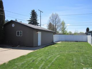Photo 2: 608 9th Avenue West in Nipawin: Residential for sale : MLS®# SK856138