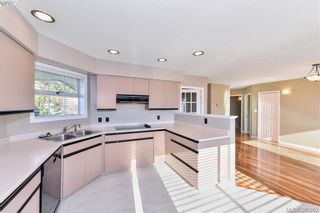Photo 4: 4299 Panorama Pl in VICTORIA: SE Lake Hill House for sale (Saanich East)  : MLS®# 774088