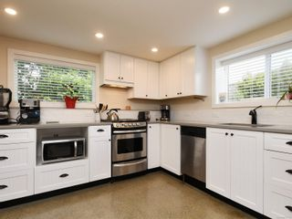 Photo 13: 355 Windermere Pl in : Vi Fairfield East Half Duplex for sale (Victoria)  : MLS®# 874253
