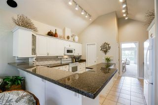 """Photo 6: 11 4001 OLD CLAYBURN Road in Abbotsford: Abbotsford East Townhouse for sale in """"Cedar Springs"""" : MLS®# R2575947"""