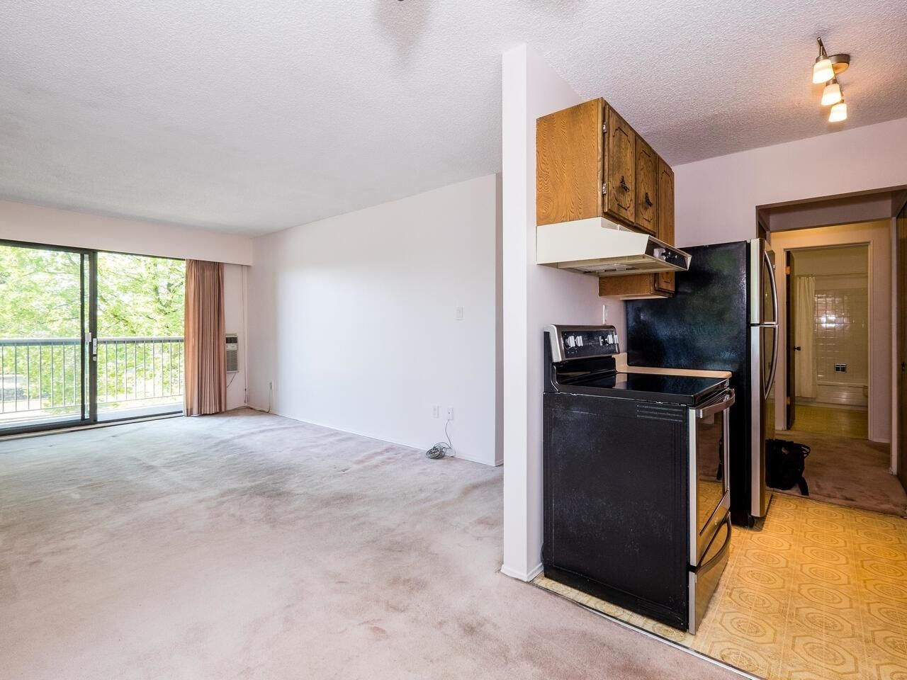 """Photo 8: Photos: 209 2600 E 49TH Avenue in Vancouver: Killarney VE Condo for sale in """"Southwinds"""" (Vancouver East)  : MLS®# R2600173"""