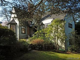 Photo 1: 686 Island Rd in VICTORIA: OB South Oak Bay House for sale (Oak Bay)  : MLS®# 692980
