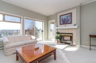 Photo 2: 24 4318 Emily Carr Dr in : SE Broadmead Row/Townhouse for sale (Saanich East)  : MLS®# 867396