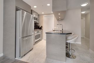 """Photo 2: 1202 833 SEYMOUR Street in Vancouver: Downtown VW Condo for sale in """"CAPITOL RESIDENCES"""" (Vancouver West)  : MLS®# R2066603"""