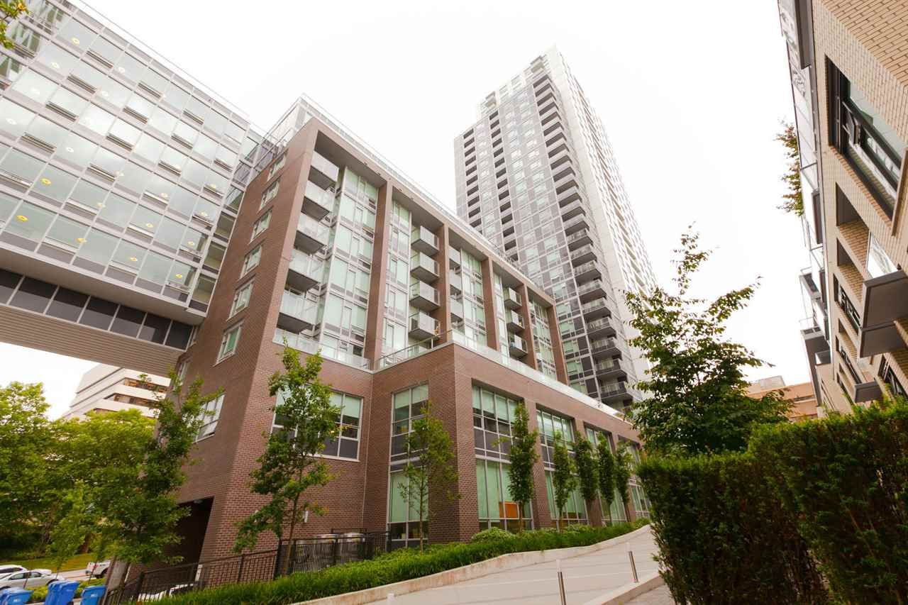 Main Photo: Wall Centre Central Park South Tower 1 - 611 5665 Boundary Road, Burnaby BC