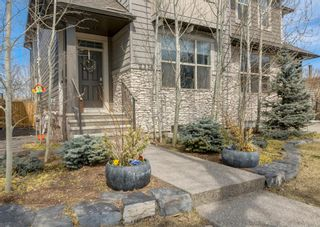 Photo 2: 2334 54 Avenue SW in Calgary: North Glenmore Park Semi Detached for sale : MLS®# A1101000