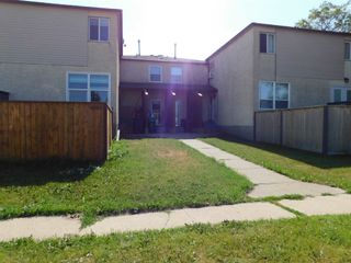 Photo 2: 4839 50 Street: Gibbons Townhouse for sale : MLS®# E4255796