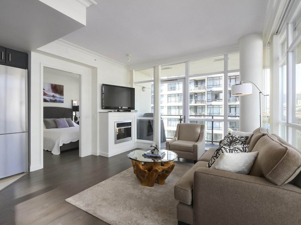 """Photo 3: Photos: 608 172 VICTORY SHIP Way in North Vancouver: Lower Lonsdale Condo for sale in """"Atrium at the Pier"""" : MLS®# R2454404"""