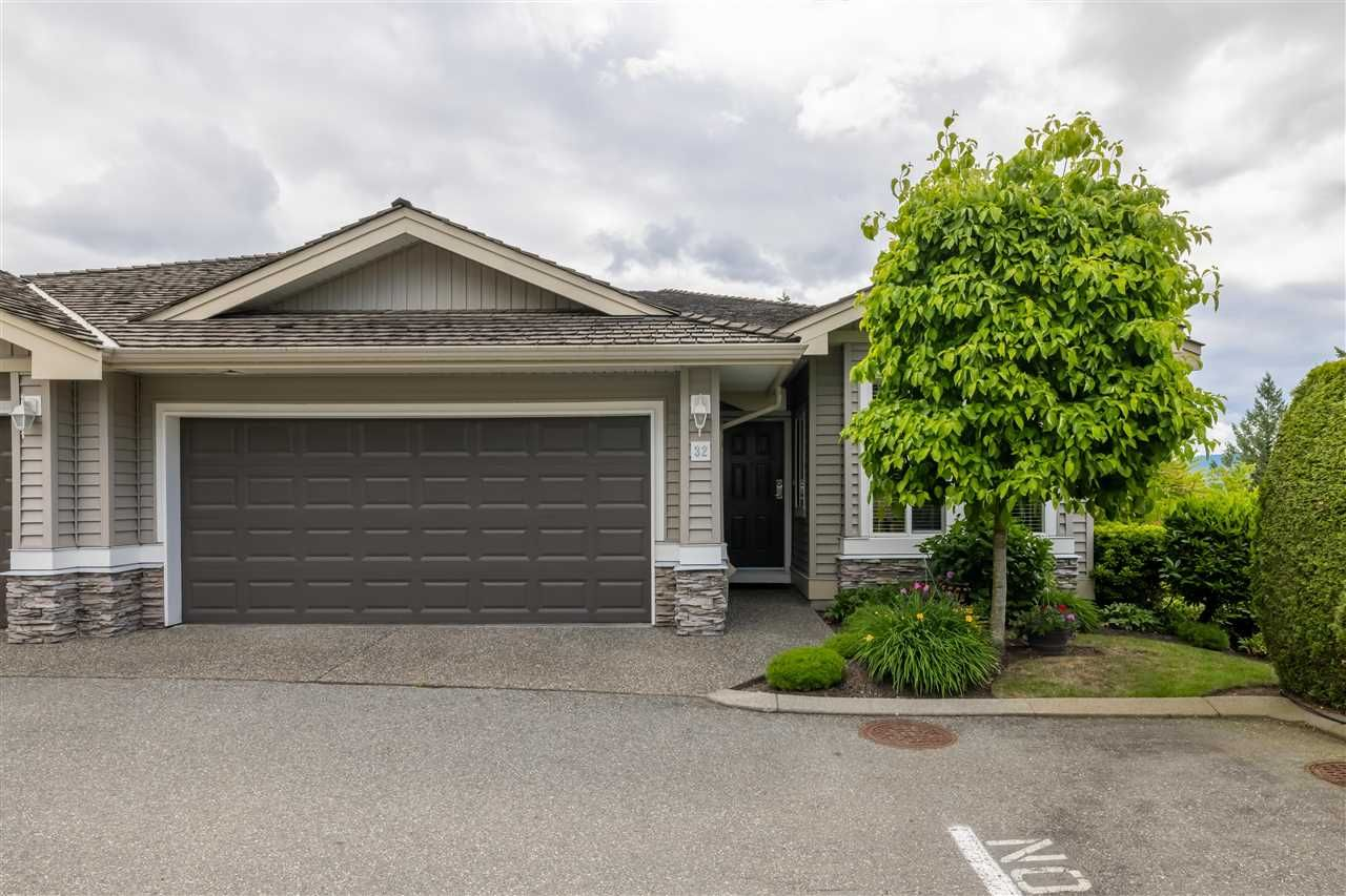 Main Photo: 32 35537 EAGLE MOUNTAIN Avenue: Townhouse for sale in Abbotsford: MLS®# R2592837
