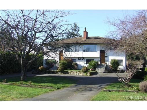 Main Photo: 3836 Epsom Dr in VICTORIA: SE Cedar Hill Full Duplex for sale (Saanich East)  : MLS®# 631569