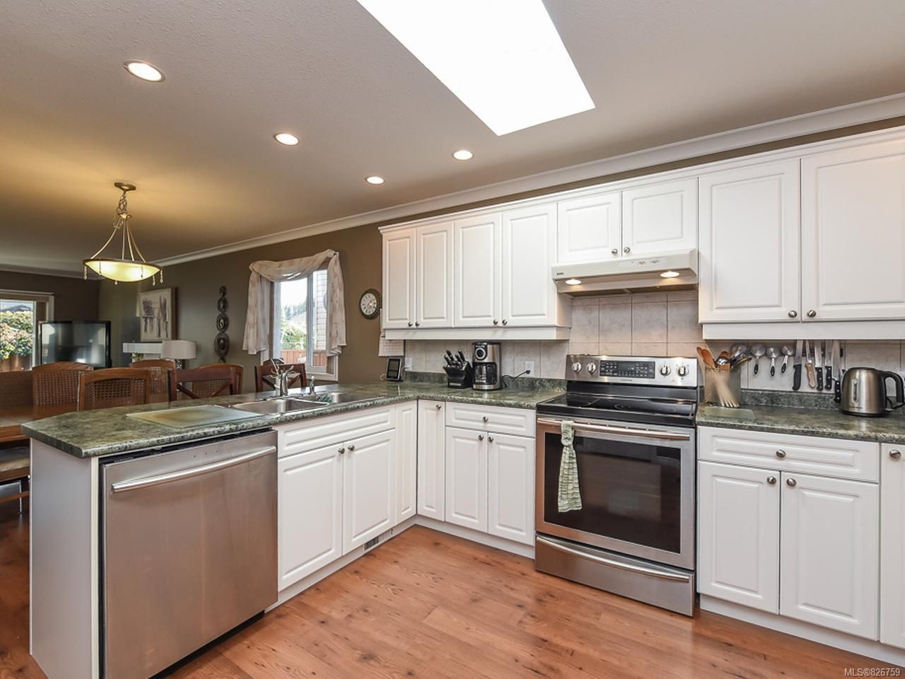 Photo 10: Photos: 2165 Stirling Cres in COURTENAY: CV Courtenay East House for sale (Comox Valley)  : MLS®# 826759