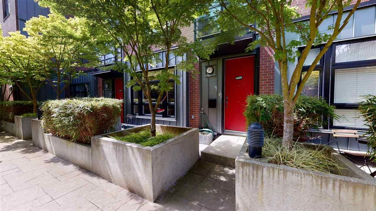 """Main Photo: 2779 GUELPH Street in Vancouver: Mount Pleasant VE Townhouse for sale in """"The Block"""" (Vancouver East)  : MLS®# R2579018"""