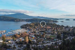 """Photo 6: 313 SKYLINE Drive in Gibsons: Gibsons & Area House for sale in """"THE BLUFF"""" (Sunshine Coast)  : MLS®# R2560064"""