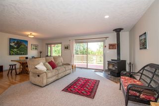 Photo 3: 1517 CHESTNUT Crescent: Telkwa House for sale (Smithers And Area (Zone 54))  : MLS®# R2440764