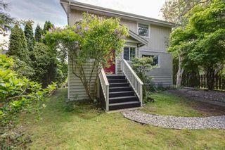 "Photo 3: 38724 BUCKLEY Avenue in Squamish: Dentville House for sale in ""Dentville"" : MLS®# R2572436"